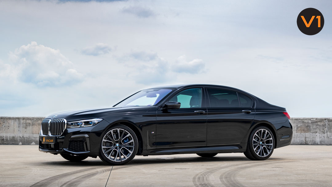 BMW 740LI M Sport - Black Carbon Metallic - Front Angle