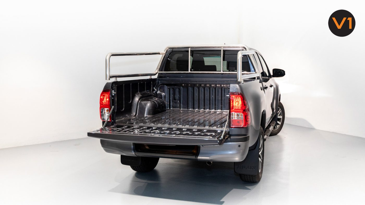 This image has an empty alt attribute; its file name is Toyota-Hilux-Double-Cab-Auto-Invincible-X-Rear-Trunk-1400x788.jpg